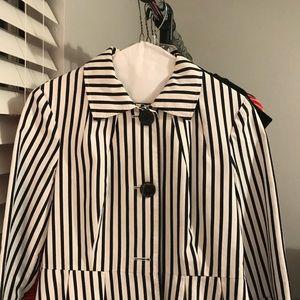 Ladies blazer. Cotton and nylon.